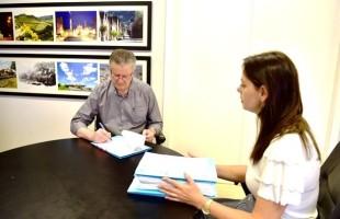 Prefeito Cassina sanciona lei da Liberdade Econômica e da cedência de prédio a projetos sociais