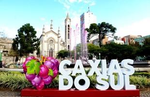 Caxias do Sul 130 anos   Painel turístico, chafariz na cor de uva e balões brancos marcam o aniversário da cidade