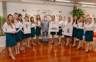 Festa da Uva | Candidatas visitam galeria do artista Antonio Giacomin