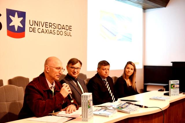 Miguel Armando Garrido, Evaldo Antonio Kuiava, Oscar Domingo Peppo e Camila Sandri Sirena - Foto Ariel Rossi Griffante