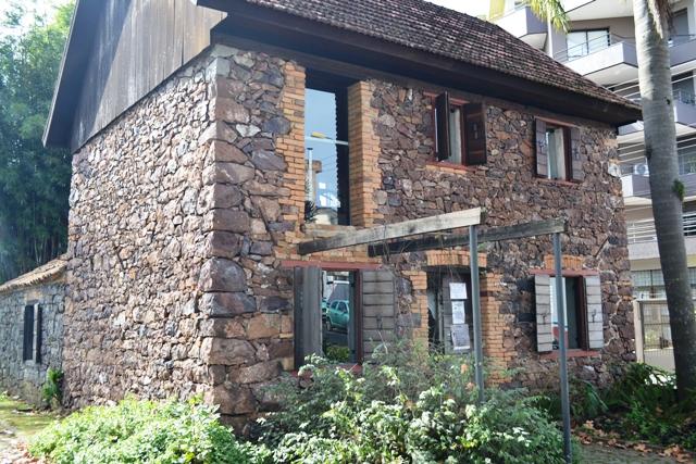 Casa de Pedra - Foto Elisa Ambrosi