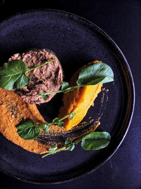 Vitelo, moranga, agrião e molho romesco - Boaz Restaurante - Foto William Williges