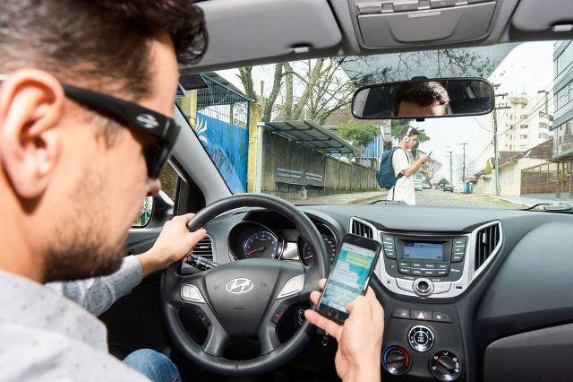 celular e trânsito - Mateus Argenta