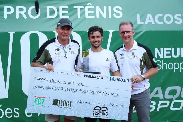 Campeão faturou R$ 14 mil na Copa Ivory Crédito: Luiz Candido