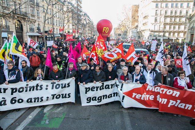 Manifestation contre la réforme des retraites voulant instaurer la retraite à unique à points, à Paris le 16 janvier 2020.