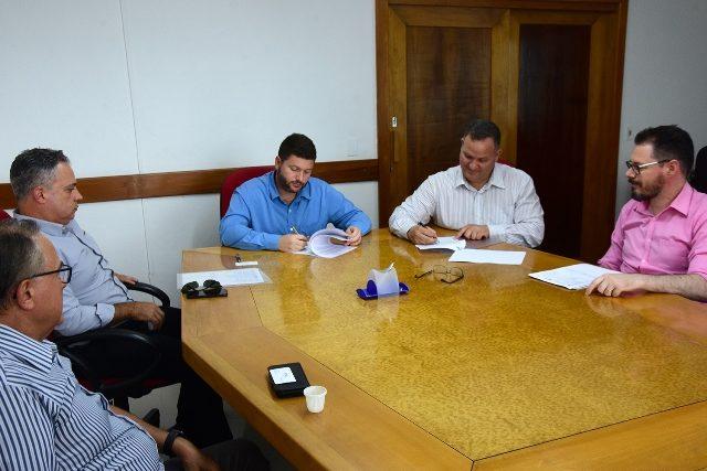 Assinatura contrato do recepetivo - Fenac