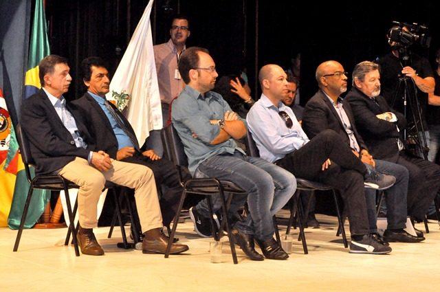 Houve 3 votos pelo NÃO e o vereador Renato Oliveira (PSdoB) mudou o voto com relação ao NÃO do processo de impeachment - Foto Laudir Dutra