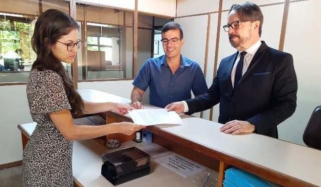 Miguel Graziottin e Rafael Bueno protocolaram o projeto no dia 09/01 - Foto: Daniel Corrêa, Divulgação