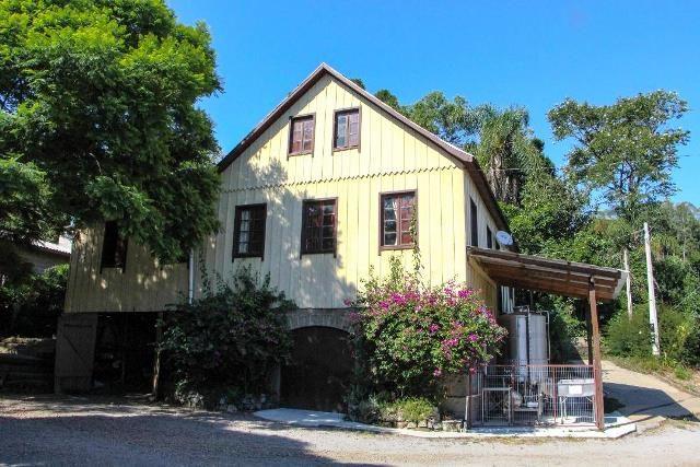 Um casarão erguido por volta do ano 1880 enche os olhos de quem visita a propriedade - Foto Lúcia Fávero Moraes