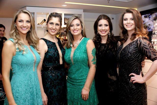 Rainhas de algumas edições da Festa da uva, da esquerda para a direita, Roberta Veber Toscan, 2012, Julia Bruger De Carli ,