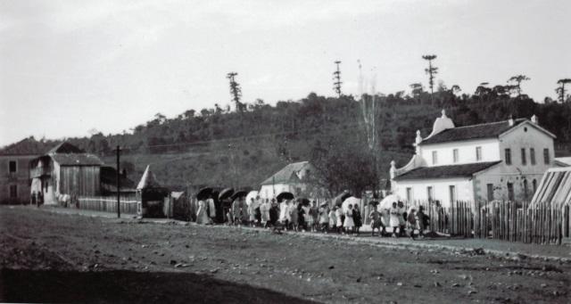 Garibaldi em 1912, à direita o prédio do Museu e Arquivo Histórico Municipal. Foto Alvaro da Costa Franco.